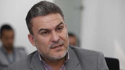 Congreso de Ecuador destituyó a su presidente por llamar a un prófugo