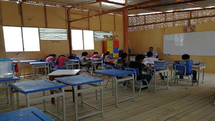 Niños de campamento Santa Rosa continuarán estudiando en aulas prefabricadas