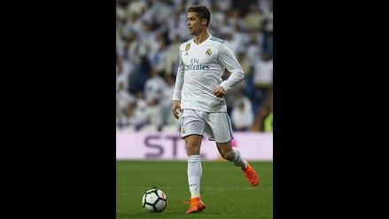 Cristiano Ronaldo  Sorprende que con su 1.87 metros calza 41.5. 8e68f709c8376