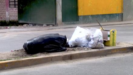 Multan a 19 personas por arrojar basura fuera del horario de recojo en Cajamarca