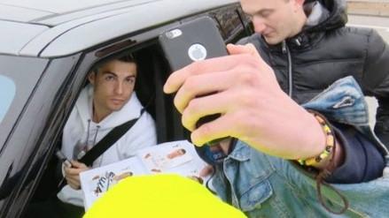 El gran detalle de Cristiano Ronaldo con hinchas que lo esperaron bajo la lluvia