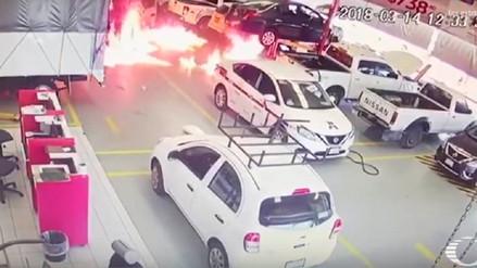 Narcos mexicanos queman 22 vehículos y bloquean caminos en Michoacán