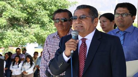 Alcalde donará su sueldo para construir nueva iglesia de Olmos