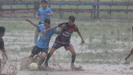 ¡El campo era una piscina! Así se jugó un partido de la Copa Perú