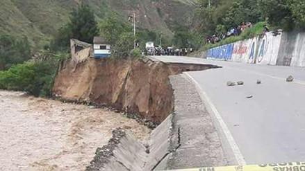 El río Huallaga arrasó con un pedazo de la Carretera Central