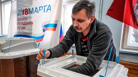 Colegios electorales en Moscú abren sus puertas para las presidenciales rusas
