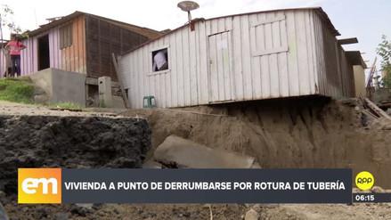 La mitad de una casa quedó suspendida en el aire tras filtraciones de agua