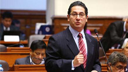 Oficialista Salvador Heresi pidió a PPK que renuncie
