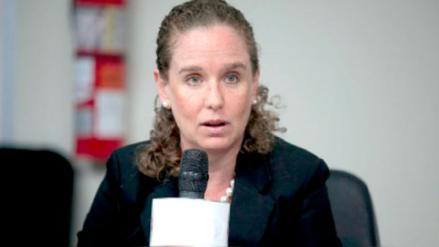 MEF: No es verdad que haya una persona asignada a los congresistas