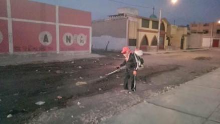 Fumigan exteriores de colegios de José  Leonardo Ortiz por desagües