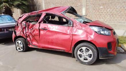 Tres miembros de una familia murieron tras vuelco de auto en Guadalupito