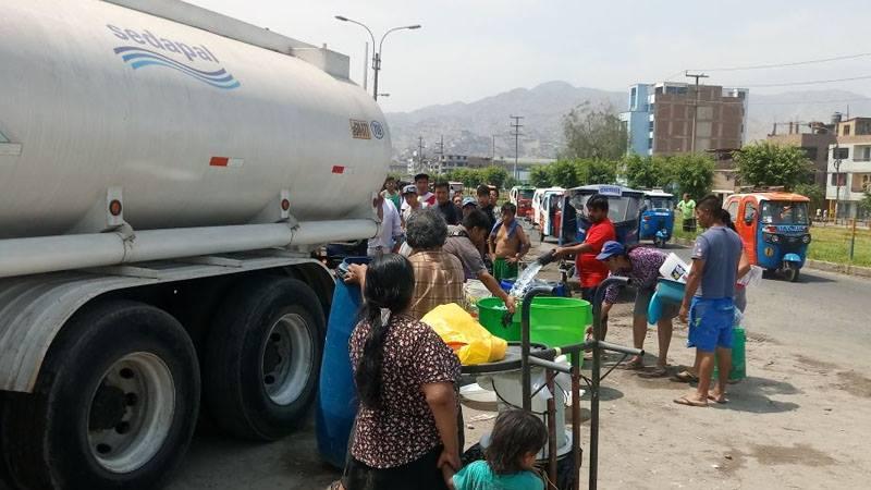 Vecinos de San Juan de Lurigancho denunciaron corte de agua potable desde el viernes