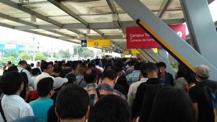 Usuarios reportan colas de hasta 40 minutos por falta de buses en el Metropolitano