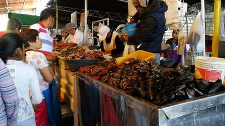 Comerciantes del mercado El Palomar evitan decomiso de mariscos contaminados