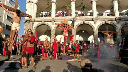 Escenificaron vida, pasión y muerte de Jesús en la Plaza de Armas de Arequipa