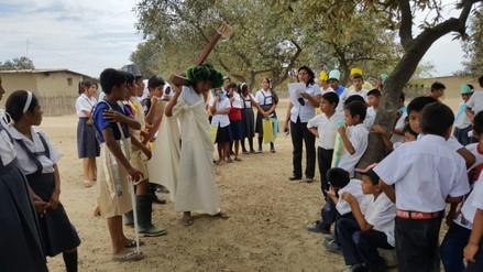 Niños de caserío rural de Olmos escenificaron vía crucis por Semana Santa