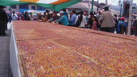 Elaboran empanada de 30 metros cuadrados en el distrito de Santiago