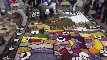En Tarma realizan más de 70 alfombras con flores naturales en Viernes Santo