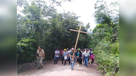 Fieles realizaron peregrinación hacia el cerro Satélite en Satipo