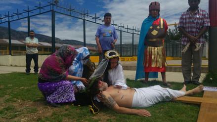 Los internos del penal de Cajamarca escenificaron el Vía Crucis