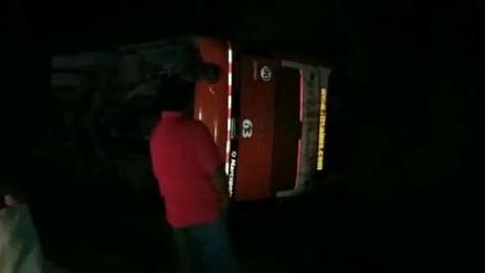 Bus interprovincial se volcó y dejó varios heridos en Piura