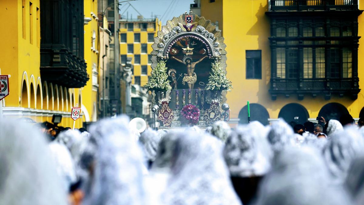 El Señor de los Milagros salió en procesión por Semana Santa