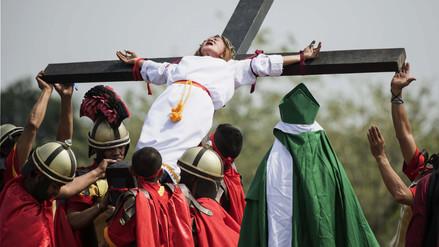 Las sangrientas crucifixiones del Viernes Santo en Filipinas