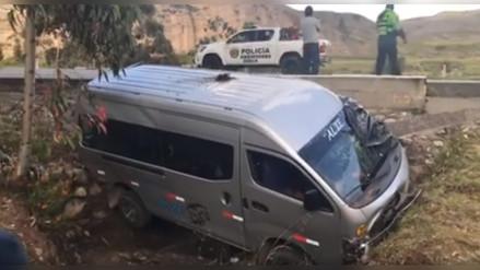 Despiste de una combi dejó 14 pasajeros heridos en Jauja