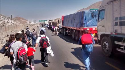 Decenas de buses y camiones varados en la Panamericana Sur por protesta