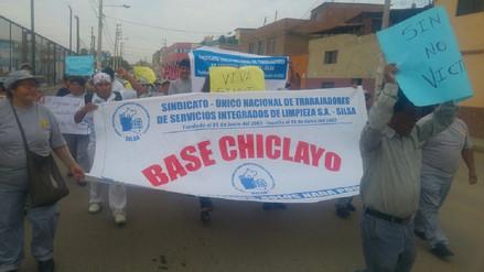 Trabajadores con protesta exigen material de limpieza y aumento de sueldo