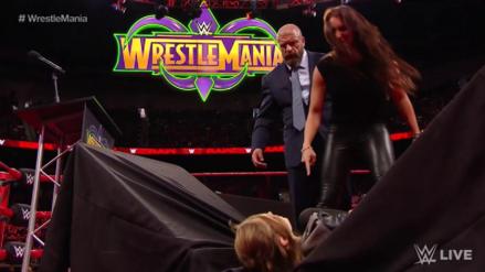 Stephanie McMahon rompió una mesa con el cuerpo de Ronda Rousey antes de WrestleMania