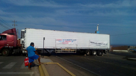 Pescadores bloquean Panamericana Sur en Arequipa