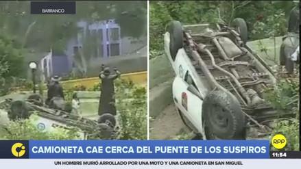 Una camioneta del municipio de Barranco cayó cerca al Puente de los Suspiros