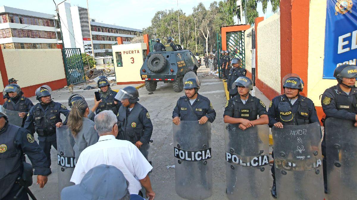 La Policía desalojó a los estudiantes atrincherados y tomó el control de la UNMSM