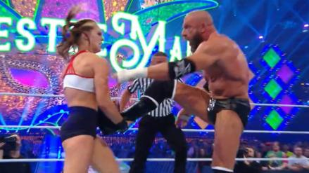 Mira la serie de golpes que le propinó Ronda Rousey a Triple H