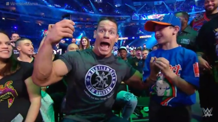 John Cena apareció en WrestleMania 34 como fanático