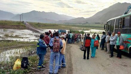 Vía que une a Trujillo y Cascas queda interrumpida por desborde de río