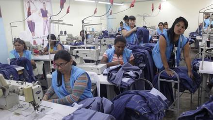 ¿Cuánto gana una mujer en Lima por cada S/1 que gana un hombre?
