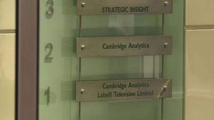 Renunció el consejero delegado de Cambridge Analytica en medio del escándalo