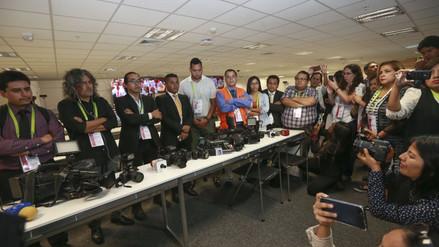 Periodistas encargados de cubrir la VIII Cumbre de las Américas guardaron un minuto de silencio