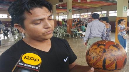 Joven artesano de Monsefú retrata en mate burilado rostro de jugadores de la selección