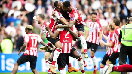 PSV Eindhoven ganó la liga holandesa después de golear 3-0 al Ajax