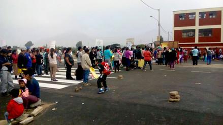 Padres de familia bloquearon la Panamericana Norte en Huaral para exigir puente peatonal