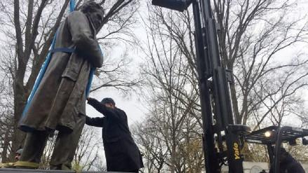 Nueva York retira del Central Park estatua de ginecólogo que experimentó con esclavas negras