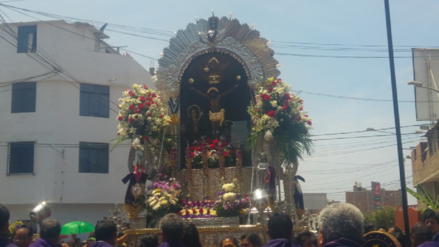 Señor de los Milagros sale en procesión por festividad de medio año