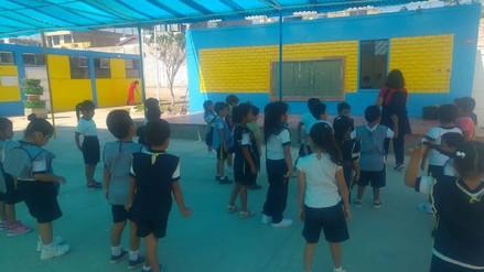 Escolares retornaron a clases tras superarse problema por desagües