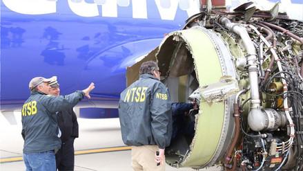 Una mujer murió durante un vuelo luego de la explosión de un motor del avión