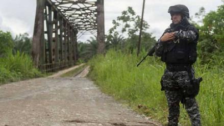 Unos 10 mil soldados ecuatorianos custodian frontera con Colombia por ola de violencia