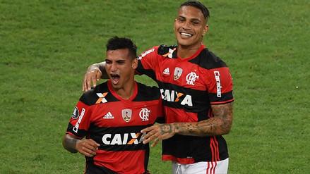 Paolo Guerrero anotó en amistoso de Flamengo en jugada iniciada por Trauco