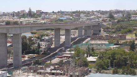 Joven se suicidó lanzándose de puente tras perder a su familia en un accidente en Arequipa